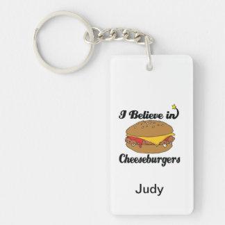 私はチーズバーガーで信じます 長方形(両面)アクリル製キーホルダー