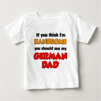 私はハンサムなドイツのパパです ベビーTシャツ