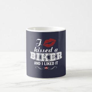 私はバイクもしくは自転車に乗る人に接吻し、それを好みました! コーヒーマグカップ