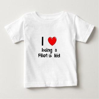 私はパイロットの子供のTシャツであることを愛します ベビーTシャツ