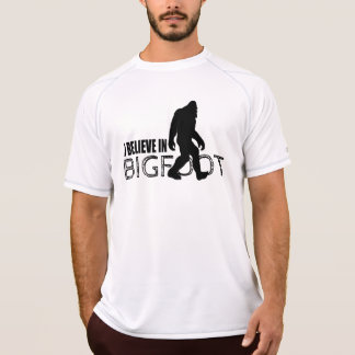 私はビッグフットのおもしろいなサスカッチで信じます Tシャツ