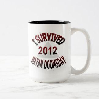私はマヤの世界終末2012年を生き延びました ツートーンマグカップ