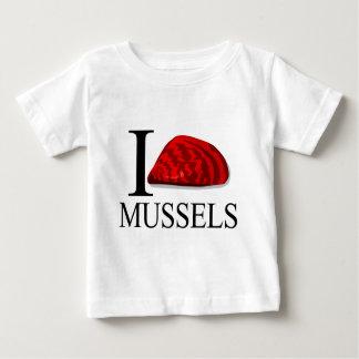 私はムラサキ貝のベビーを愛します ベビーTシャツ
