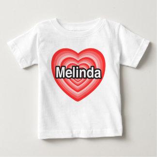 私はメリンダを愛します。 私はメリンダ愛します。 ハート ベビーTシャツ