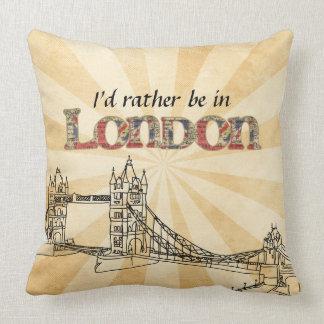 私はロンドンの装飾用クッションにむしろあります クッション