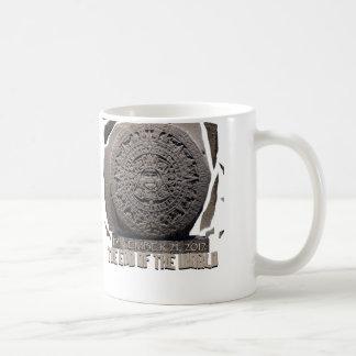 私は世界2012年の端を生き延びました コーヒーマグカップ