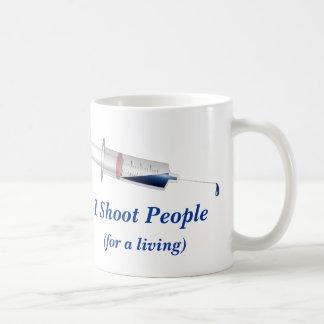 私は人々のナースのユーモアを撃ちます コーヒーマグカップ
