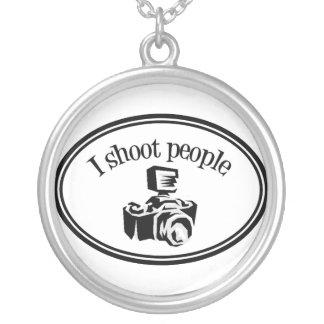 私は人々のレトロのカメラマンのカメラB&Wを撃ちます シルバープレートネックレス