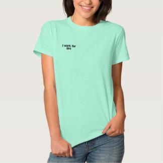 私は先端のポロシャツのために働きます 刺繍入りTシャツ