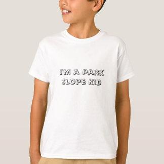 私は公園斜面の子供です Tシャツ