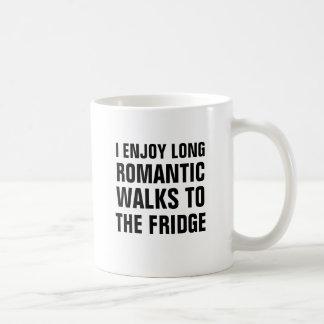 私は冷蔵庫に長くロマンチックな歩行を楽しみます コーヒーマグカップ