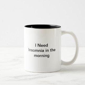私は午前中不眠症を必要とします ツートーンマグカップ