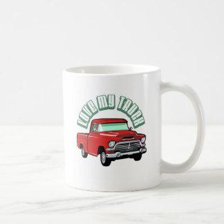 私は古い私のトラック-クラシックで赤い積み込み--を愛します コーヒーマグカップ