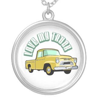 私は古い私のトラック-クラシックで黄色い積み込み--を愛します シルバープレートネックレス
