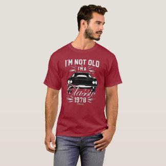 私は古くないです私ですヴィンテージのTシャツ1978車メンズ Tシャツ