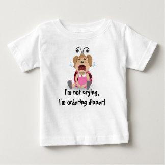 私は叫んでいません、私は夕食のベビーのTシャツを発注しています ベビーTシャツ