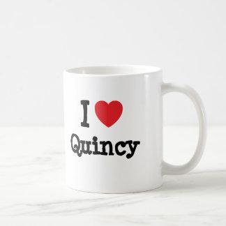 私は名前入りなクインシーのハートのカスタムを愛します コーヒーマグカップ