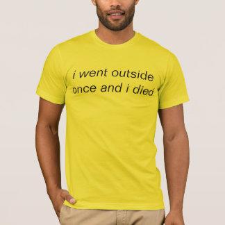 私は外側一度行き、死にました Tシャツ