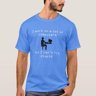 私は多くのコンピュータに取り組みます Tシャツ