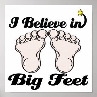 私は大きい足で信じます ポスター