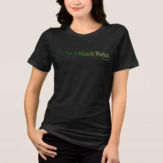 私は奇跡の人(TM)の黒いTシャツです Tシャツ