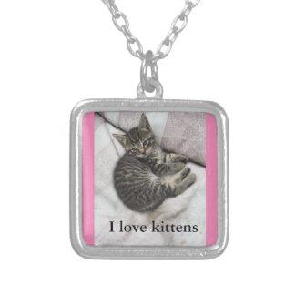 私は子ネコの銀およびピンクのネックレスを愛します シルバープレートネックレス