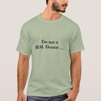 """""""私は実質の医者""""カイロプラクティックのTシャツではないです Tシャツ"""