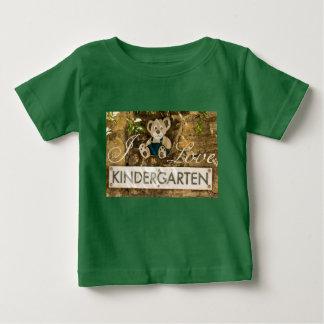 私は幼稚園を愛します ベビーTシャツ
