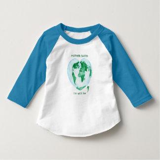 私は彼女の大地の小さな女の子のRaglanとあります Tシャツ