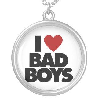私は悪い男の子を愛します シルバープレートネックレス
