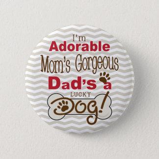 私は愛らしいお母さんの豪華なパパです幸運な犬です! 5.7CM 丸型バッジ