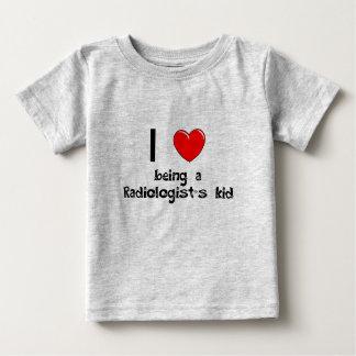 私は放射線技師の子供のTシャツであることを愛します ベビーTシャツ