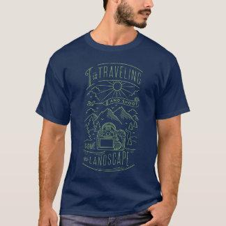 私は旅することを愛し、景色の緑李を撃ちます Tシャツ