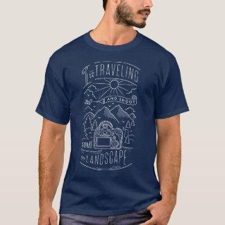 私は旅することを愛し、景色を撃ちます Tシャツ
