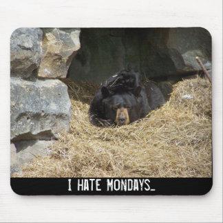 私は月曜日を…憎みます マウスパッド