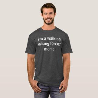 私は歩くの話す強制ミームです Tシャツ