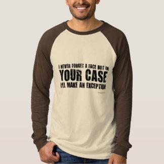 私は決して顔を忘れません。 珍しいギフト Tシャツ