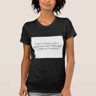 私は決して顔(St.K)を忘れません Tシャツ