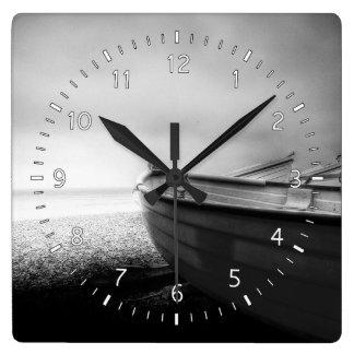 私は海に再度ダウン状態にならなければなりません スクエア壁時計