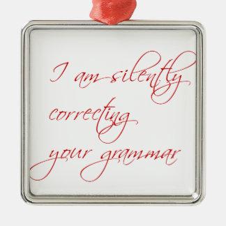 私は無言であなたの文法原稿を訂正しています メタルオーナメント
