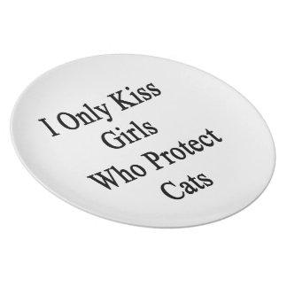 私は猫を保護する女の子だけに接吻します プレート