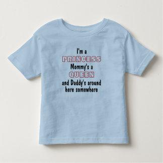 私は王女、お母さんの女王およびお父さんです トドラーTシャツ