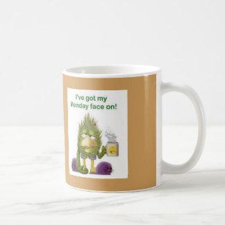 私は疲れた鳥のコーヒー・マグで私の月曜日を直面します持っています コーヒーマグカップ