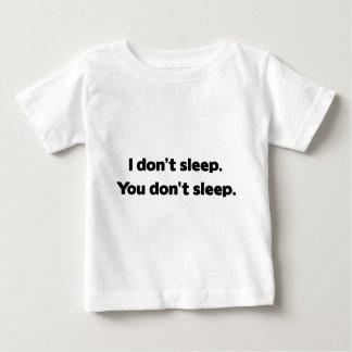 私は眠りません。 眠りません ベビーTシャツ