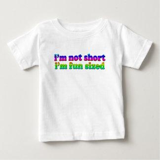 私は短くないです大きさで分類される私ですおもしろい ベビーTシャツ