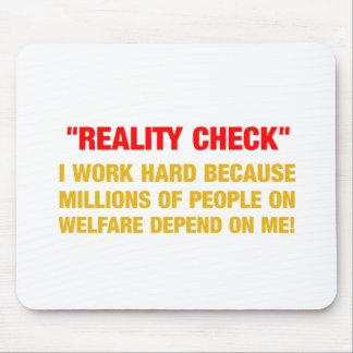 私は福祉の何百万が左右されるので懸命を働かせます マウスパッド