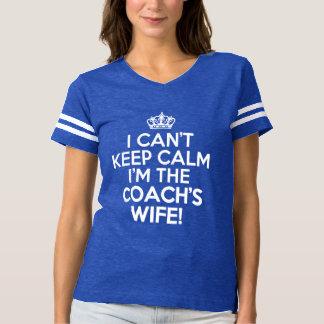 私は私によってがおもしろいなコーチの妻である平静を保つことができません Tシャツ