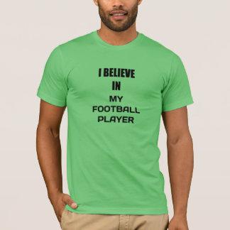 私は私のフットボール選手で信じます Tシャツ