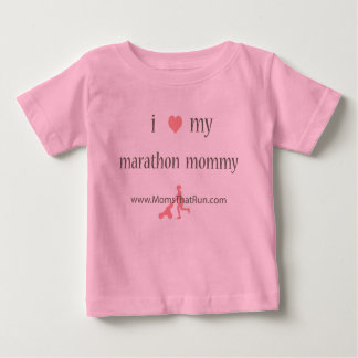 私は私のマラソンのお母さんの女の子のTシャツを愛します ベビーTシャツ