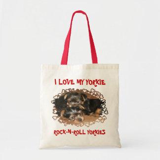 私は私のヨークシャーテリアの子犬を愛します トートバッグ